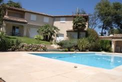 Traumhafte repräsentative Villa mit Meerblick und Blick auf das provenzalische Dorf Gattieres