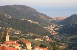 Häuschen am Hang von Pietra Ligure mit phantastischem Meerblick – Erfüllung südlicher Sehnsüchte