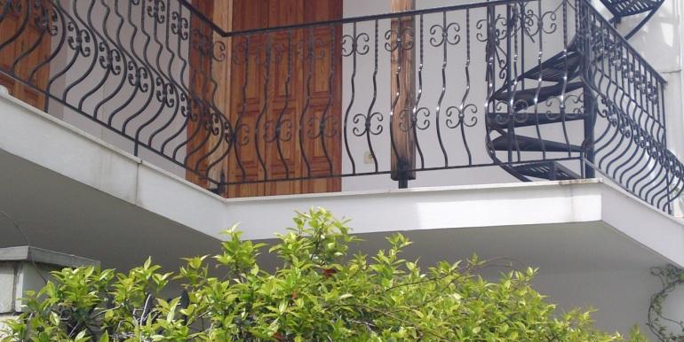 10 - Treppe zur Terasse von unten Nordseite