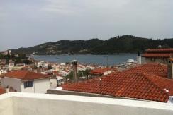 Haus mit Dachterrasse  im Zentrum von Skiathos mit malerischen Blick auf das Meer und den Hafen