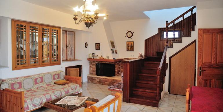 4 - Wohnzimmer Parterre mit Treppe