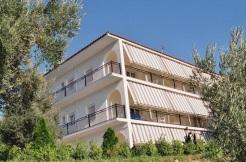 Idyllische Liegenschaft mit 6 Apartments und 4 Studios mit Blick auf Skiathos und das Meer