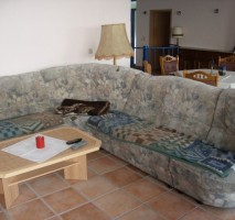 obere wohnung couch